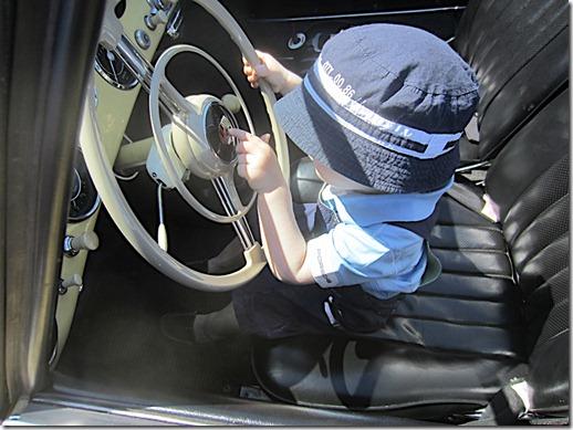 déjà très intéressé par la conduite automobile.