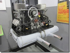 On est accueilli par une série moteur Carrera ..
