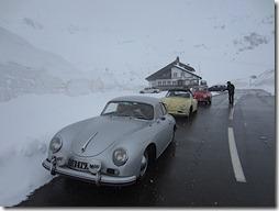 Neige dans les cols suisses ..